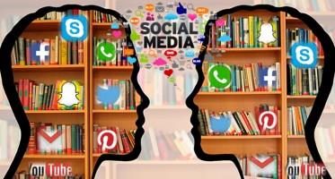 """El pensamiento crítico comienza con el pensamiento propio y se extiende. En lugar de luchar contra cosas como """"tiempo ante una pantalla"""", es posible usar ese tiempo de manera más constructiva y fundamentada en el pensamiento crítico. Los medios sociales se han introducido recientemente en la vida de muchas personas que antes eran ajenas al fenómeno de Internet. No es extraño oír hablar por la calle de Facebook y no necesariamente entre los más jóvenes. La extraordinaria capacidad de comunicación y de poner en contacto a las personas que tienen las redes ha provocado que un gran número de personas las esté utilizando con fines muy distintos."""