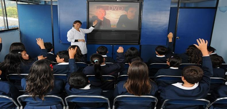 """Estrategias de comprensión a través de la visualización de videos para estudiantes: """"Ver videos, como leer un libro"""""""