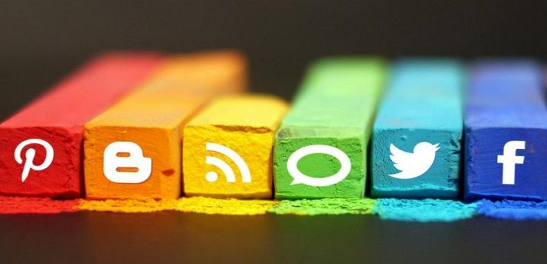 10 Estrategias para ayudar a los estudiantes a usar las redes sociales para el pensamiento crítico